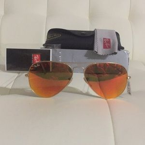 New 100% Authentic Ray Ban Sunglasses 🐡